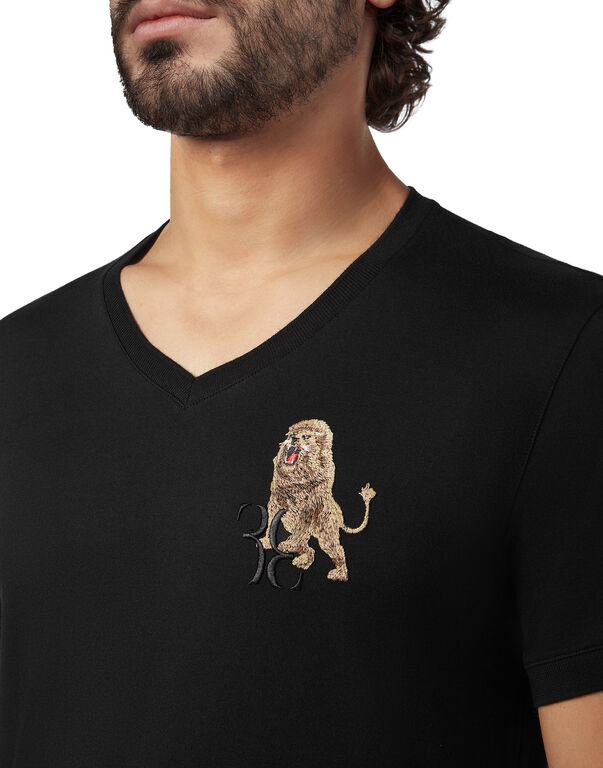 T-shirt V-Neck SS Lion