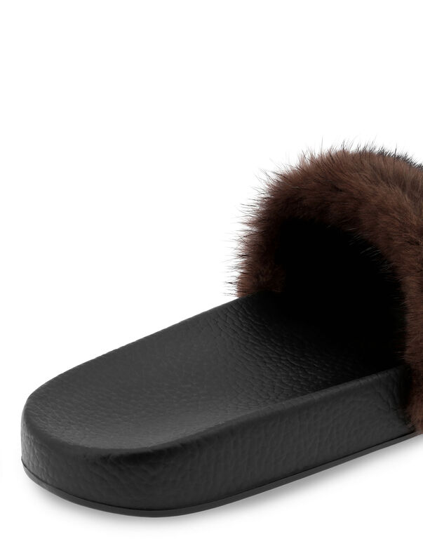 Flat gummy sandals