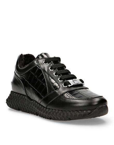Lo-Top Sneakers Logos